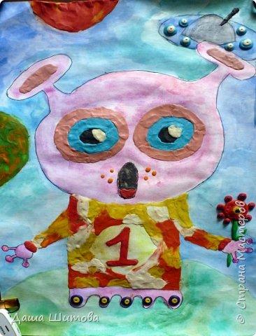 Меня зовут Маргарита, я очень люблю рисовать...а особенно фантазировать...  Мою космическую гостью зовут Зерафина она с планеты Та-Та. Зерафина,очень добрая и красивая.  Она любит выращивать цветы и участвовать в межгалактических конкурсах цветоводов, где недавно заняла 1 место за свои цветы. И вам жители Земли Зерафина дарит цветок, как символ дружбы. фото 1