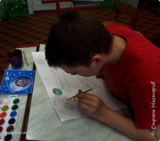 Данил нарисовал красками космос. фото 2