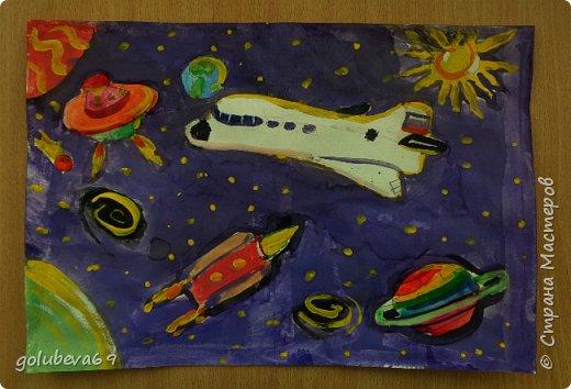 Данил нарисовал красками космос. фото 1