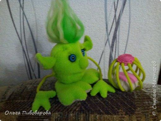 Знакомьтесь Инопланетяночка!!! Сидит ждет когда распустится инопланетный цветок... фото 2