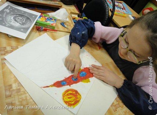 """Просмотрев презентацию """"Космический пейзаж"""" и узнав темы номинаций, Анастасия решила показать как выглядит Земля в иллюминаторе. фото 4"""