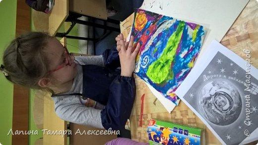 """Просмотрев презентацию """"Космический пейзаж"""" и узнав темы номинаций, Анастасия решила показать как выглядит Земля в иллюминаторе. фото 5"""