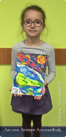 """Просмотрев презентацию """"Космический пейзаж"""" и узнав темы номинаций, Анастасия решила показать как выглядит Земля в иллюминаторе. фото 2"""