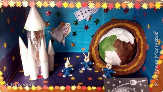 Когда Маша и Даша узнали о далёком космосе никто не знает. Они думали о далёких планетах, текут ли там реки, растут ли деревья и есть ли там жизнь. Для этого они слепили маленьких космонавтиков и отправили в космос. фото 8