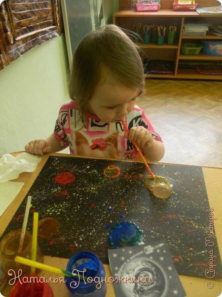 """"""" Планеты солнечной системы""""  работа выполненна в нетрадиционной технике рисования- мыльными пузырями и набрызгом. фото 7"""