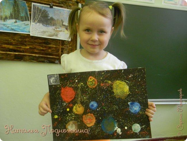 """"""" Планеты солнечной системы""""  работа выполненна в нетрадиционной технике рисования- мыльными пузырями и набрызгом. фото 11"""