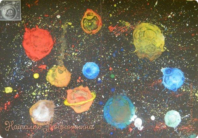 """"""" Планеты солнечной системы""""  работа выполненна в нетрадиционной технике рисования- мыльными пузырями и набрызгом. фото 1"""