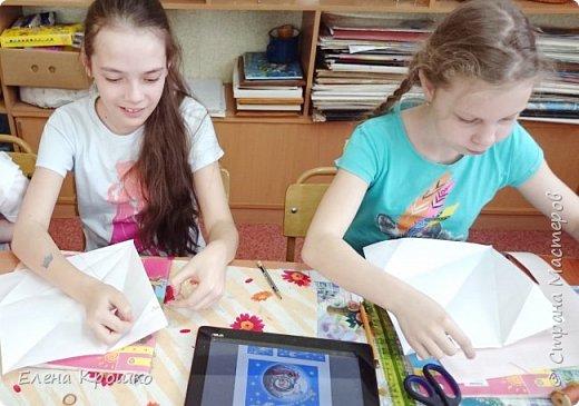 Этих воздушных змеев мы моделировали на уроке технологии с девочками (у нас в школе деление с 3 класса) 4х классов. фото 2