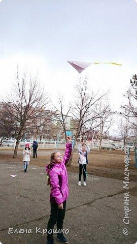 Этих воздушных змеев мы моделировали на уроке технологии с девочками (у нас в школе деление с 3 класса) 4х классов. фото 7