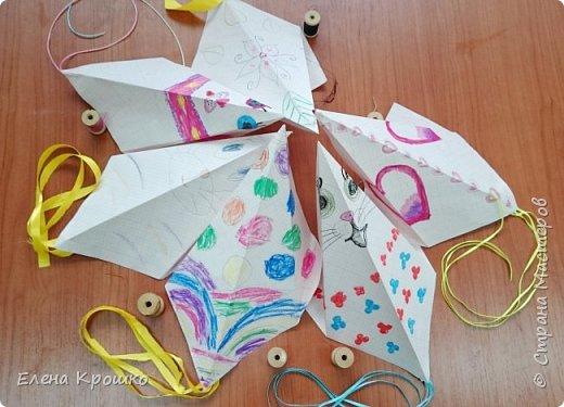 Этих воздушных змеев мы моделировали на уроке технологии с девочками (у нас в школе деление с 3 класса) 4х классов. фото 1