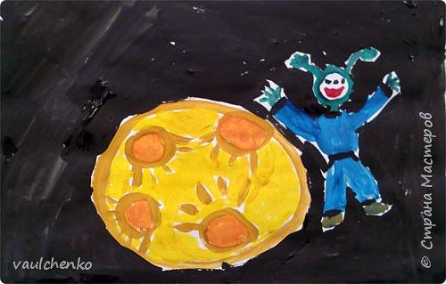 Таинственный  черно-глубокий космос... А у нас веселая желтая планета и развеселый инопланетяшка! фото 1