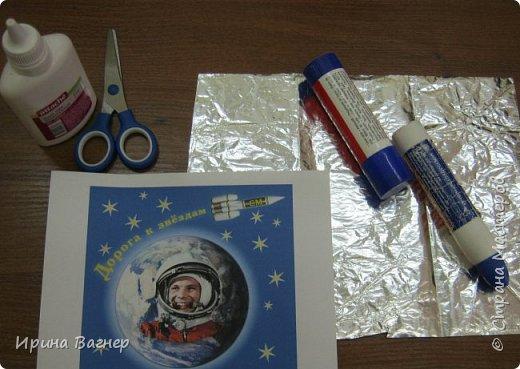 """У нас в школе был объявлен конкурс поделок ко Дню космонавтики , мы всегда принимаем участие в таких конкурсах.Каждый ребёнок сначала выполнил работу """"Ракета летит в космос"""", а потом решили сделать коллективную работу,когда узнали о вашем конкурсе.Получилось вот что, судить вам. фото 4"""