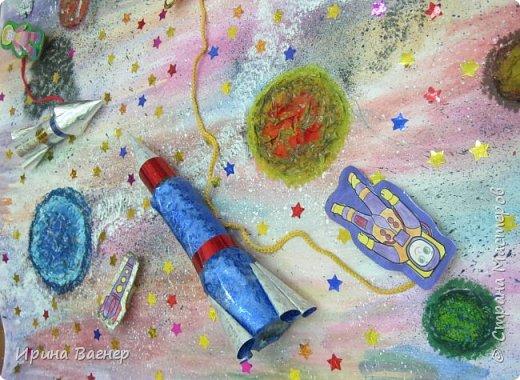 """У нас в школе был объявлен конкурс поделок ко Дню космонавтики , мы всегда принимаем участие в таких конкурсах.Каждый ребёнок сначала выполнил работу """"Ракета летит в космос"""", а потом решили сделать коллективную работу,когда узнали о вашем конкурсе.Получилось вот что, судить вам. фото 9"""