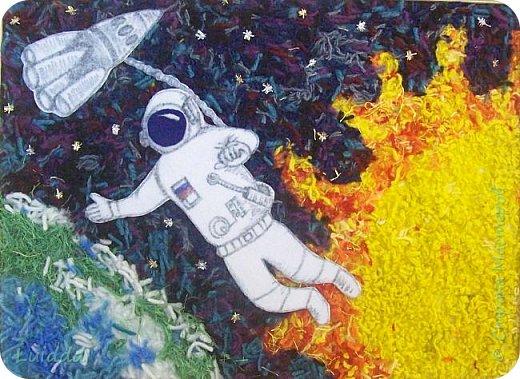 Здравствуйте уважаемые жители страны мастеров!!!  Посвящаем свою работу всем космонавтам, которые выходили в открытый космос.  Фон выполнен из нарезанных ниток, а космонавт изображен на фоне самых главных, на наш взгляд планет, Земли и Солнца. фото 1