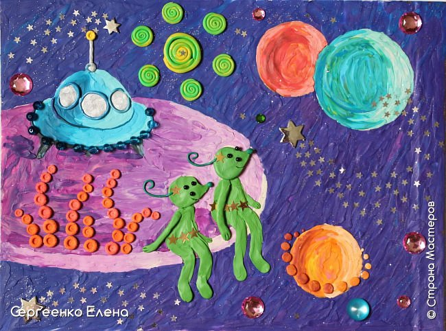 """Космос... Вселенная... Каждому взрослому человеку нравится любоваться звёздами.  Кто-то мечтает, глядя в звёздное небо, кто-то просто любуется удивительной красотой.  В своём детском саду ко Дню Космонавтики мы много говорили о космосе, о далёких мирах, о возможных встречах во Вселенной. Итогом таких встреч с неизведанным были работы детей, выполненные  в различной технике. Но не только на детей произвели впечатления эти беседы, разговоры и посещение планетария. Очень захотелось выполнить работу своим любимым материалом - пластилином. Немного пофантазировать, поиграть в детство и получить удовольствие от творчества. Предоставляю вашему вниманию  """"Космическую фантазию"""". Как хочется посидеть на краю необычной планеты, поболтать ножками в неизведанном пространстве и полюбоваться просторами Вселенной!      фото 1"""