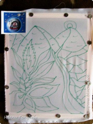 Здравствуйте, уважаемые жители Страны Мастеров! Хочу представить вашему вниманию свою первую работу в технике - холодный батик. Узнав о вашем конкурсе посвящённом первому полёту человека в космос у меня родилась идея изобразить фантастическую фантастическую планету с источниками живой и мёртвой воды. фото 2