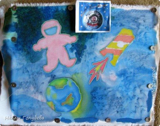 Здравствуйте, я - Кристина. Я очень люблю рисовать. Недавно я узнала как здорово рисовать на ткани, поэтому, я решила выполнить работу в технике холодного батика. фото 3