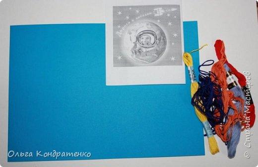 Насте очень нравится выполнять  творческие работы.  Она  старается принимать участие в различных конкурсах. В своей работе Настя попыталась изобразить вращение планеты вокруг Солнца. фото 3
