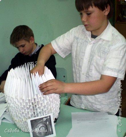 """Вовка любит заниматься модульным оригами, у него есть много интересных работ.  Когда он узнал о конкурсе """"Дорога к звёздам"""", он сказал, что хочет сделать ракету из модулей... Так появилась наша ракета """"ВОСТОК"""" фото 3"""