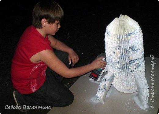 """Вовка любит заниматься модульным оригами, у него есть много интересных работ.  Когда он узнал о конкурсе """"Дорога к звёздам"""", он сказал, что хочет сделать ракету из модулей... Так появилась наша ракета """"ВОСТОК"""" фото 5"""