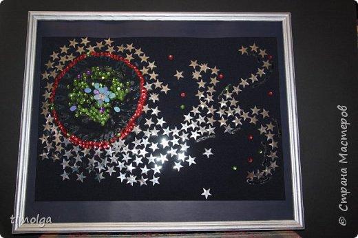 """Как рождаются звёзды?  Рождение звезды - загадка... Красота звёздного неба всегда очаровывала людей! О таинственности и великолепии этого явления размышляет автор стихотворения Елена Штоль: """"Рождение звезды"""" Проклюнулся в тумане Ориона Зародыш неопознанной звезды, Нова и горяча звезда у трона, Мерцает и манит нас с высоты.  Сверкает пыль и газ неотразимо- Рождение учеными замечено, И ядерный процесс такой невинный, Он происходит в небе бесконечно.  Отчетливо видно на небосклоне, Безлунной ясной ночью в декабре Созвездие большого Ориона - В неоново - ланитной синеве.  Пленительные звездные долины, Таинственность в параде звезд, Ученые считают их рутиной, Романтиков пронизывает дрожь. фото 1"""