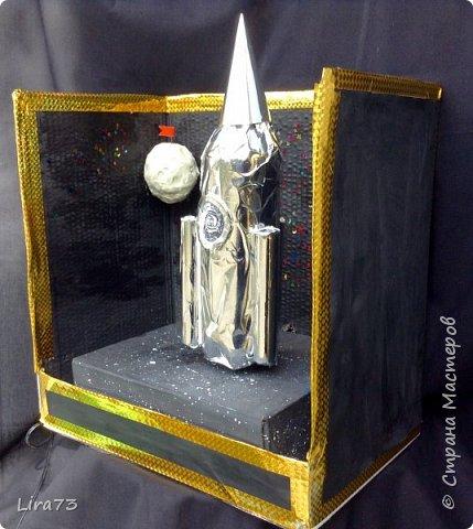 Ещё одна группа ребят, желая принять участие в конкурсе, решила создать макет ракеты, которая совершила полёт на Луну. фото 3