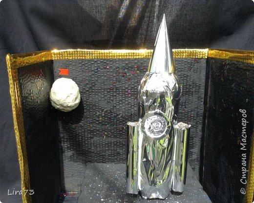 Ещё одна группа ребят, желая принять участие в конкурсе, решила создать макет ракеты, которая совершила полёт на Луну. фото 2