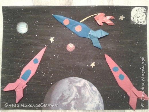 Работа выполнена воспитателем и детьми коррекционной группы детского сада. В данную работу каждый ребенок вложил частичку своего воображения. Нашей задачей было показать общую картину и представление о нашей планете в космосе.  фото 1