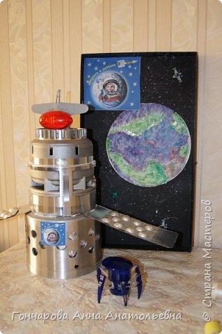 """Я изготовил из отходов Орбитальную космическую станцию ВЧНД-8. Как расшифровать ВЧНД-8? Это -  """"всё, что нашёл дома"""", а цифра 8, потому что мне восемь лет! фото 1"""
