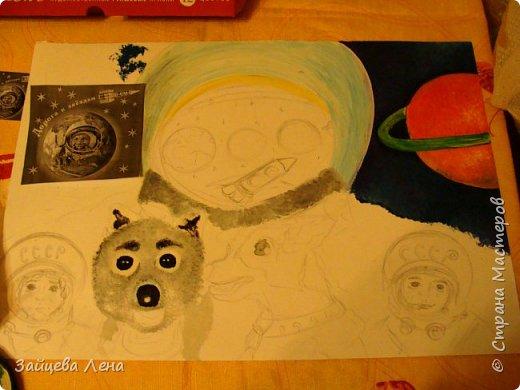 """Работу на конкурс выполняла моя младшая дочь.Когда ей предложила нарисовать сюжет на космическую тему,блеска в глазах не заметила. На все мои задумки по воплощению идеи откликалась неохотно.Поняв,что не стоит докучать подроста,стала молча (насколько может учитель) наблюдать за происходящим процессом.Пыталась корректировать:"""" А почему собачки больше людей?А когда в шлеме скафандра нарисуешь лицо?"""", и тому подобное.Дочь дала понять,чтобы не мешала воплощать идею,нервничала,когда я """"лезла"""" делать фото.Но удалось...Приглашаю к просмотру! фото 2"""
