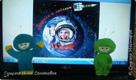"""Однажды Серёжке приснился сон.  Он со своим другом Андрюхой отправились в космическое путешествие. Надели скафандры, сели в ракету, включили приборы......и взмыли ввысь. Сначала страшновато было, никого кругом, темно. Затем пригляделись и  в иллюминаторе увидели пролетающие кометы, звёзды. Очень красиво! Вдруг, ракету затрясло, приборы загудели, а на мониторе высветилась срочная информация: """"Приближаемся к неизвестной планете!"""" Сергей с Андреем приняли решение обследовать эту загадочную планету. Только они вступили на неё, как вдруг у Сергея в наушниках раздаётся .................голос мамы: """"Вставай, в школу опоздаешь!"""" Вот так неожиданно закончилось наше космическое путешествие. фото 3"""
