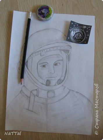 Здравствуйте, участники конкурса! Когда я узнала о конкурсе, то решила, что буду рисовать портрет Юрия Алексеевича Гагарина - первого летчика - космонавта. фото 2