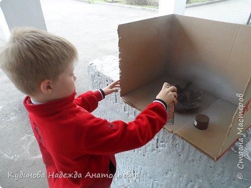 """НЛО- это неопознанный летающий объекты.  Говорят, что НЛО перелетают с планеты на планету, что они бывают разного цвета и размера, а в народе их еще называют тарелками, из-за схожести с этим видом посуды. Это вторая работа Георгия на конкурс, первую работу он сделал  для сестренки - """"Космический мобиль"""". А вот теперь и для себя смастерил игрушку. Модульным оригами Жорик занимается третий год, поэтому -то летающую тарелку было решено сделать из модулей. Результат десяти дневной работы перед вами. фото 8"""