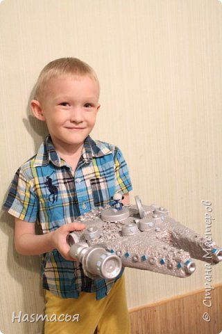 """Вот такой космический корабль """"Сокол тысячелетий"""" сделали, использовали подручный материал(""""техноплекс"""", гаечки, болтики, крышечки от пластиковых бутылок),затем всё покрасили серебряной краской из балончика и приклеили неоновые огоньки!  фото 10"""