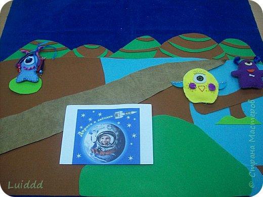 Добрый день, жители Страны Мастеров! Представляем вашему вниманию инопланетный детский сад. Размер работы 70х80 см. фото 3
