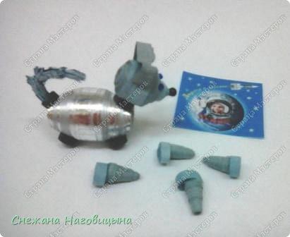 Наша работа посвящена собакам-космонавтам. 25 марта 1961 году перед запуском человека-космонавта была запущена в космос последняя собака-космонавт Звёздочка.Полет прошел нормально, аппарат совершил посадку в Удмуртии и некоторое время Звёздочка жила в Ижевске, пока ее не увезли в Москву. фото 2
