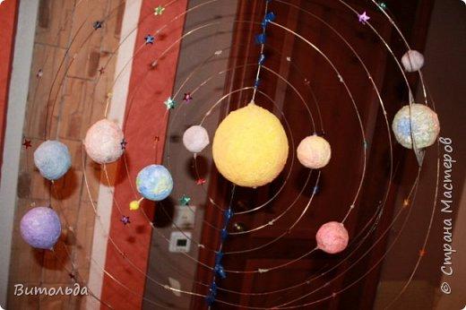 По порядку все планеты Назовёт любой из нас: Раз - Меркурий, Два - Венера, Три - Земля, Четыре - Марс. Пять - Юпитер, Шесть - Сатурн, Семь - Уран, За ним - Нептун. Он восьмым идёт по счёту. А за ним уже, потом, И девятая планета Под названием Плутон. фото 4