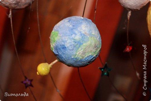 По порядку все планеты Назовёт любой из нас: Раз - Меркурий, Два - Венера, Три - Земля, Четыре - Марс. Пять - Юпитер, Шесть - Сатурн, Семь - Уран, За ним - Нептун. Он восьмым идёт по счёту. А за ним уже, потом, И девятая планета Под названием Плутон. фото 5
