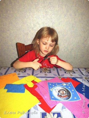 Нам с Ксюшей нравится работать с фетром. Для её возраста несложно, а работа получается яркая. фото 2