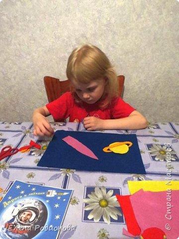 Нам с Ксюшей нравится работать с фетром. Для её возраста несложно, а работа получается яркая. фото 3