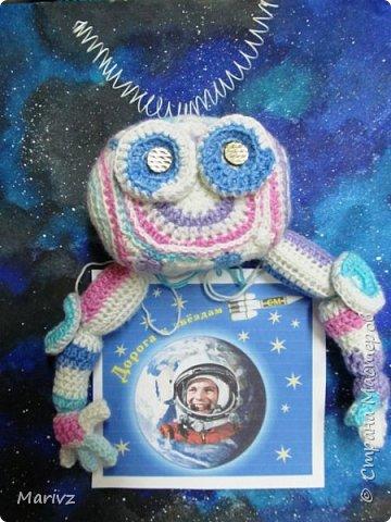 Знакомьтесь, пожалуйста, новейшая разработка российской космонавтики: ЛУНАТИК - лунный универсально-автоматический комплекс или робот для изучения Луны. Создан по индивидуальному заказу. Высота опытной модели - 30 сантиметров. фото 3