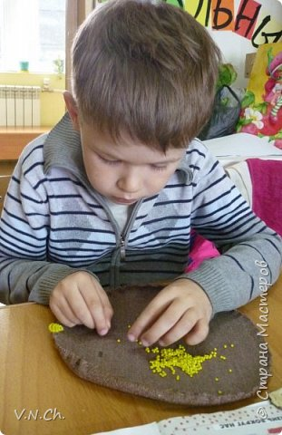 Семён любит конструировать. Предлагаемый образец в любой технике исполнения мальчик всегда переделает по-своему. У него своё видение пространства. фото 3
