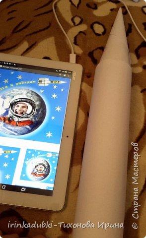 """""""Взмывая ввысь летит ракета, и удивляя человека Гагарин космос покорил, он дверь Вселенной приоткрыл. с тех пор летают космонавты Вокруг Земли - привычен путь."""" Вот и Кристина решила полететь в космос на ракете, на своей ракете!   фото 3"""