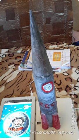 """""""Взмывая ввысь летит ракета, и удивляя человека Гагарин космос покорил, он дверь Вселенной приоткрыл. с тех пор летают космонавты Вокруг Земли - привычен путь."""" Вот и Кристина решила полететь в космос на ракете, на своей ракете!   фото 5"""