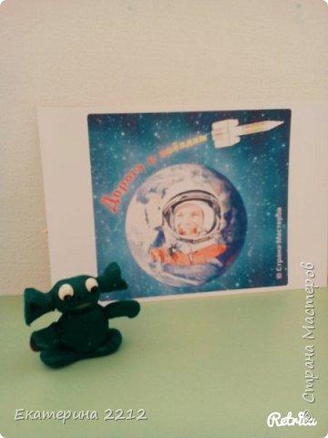 На занятиях, на много рассказывали о космосе и полетах наших космонавтов. фото 4