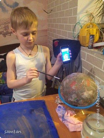 Готовая работа. Картон, гуашь. Используемые техники: папье-маше+подручные материалы, пластиковые и металлические шары. фото 3