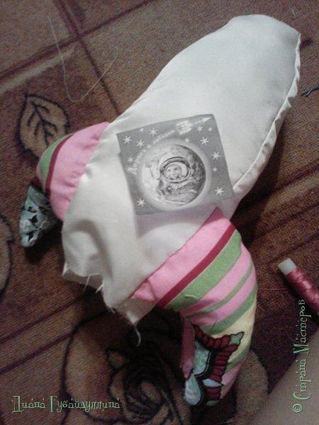 Сделала подушку-ракету,она такая мягкая,с ней приятно спать.Делать её легко. фото 9