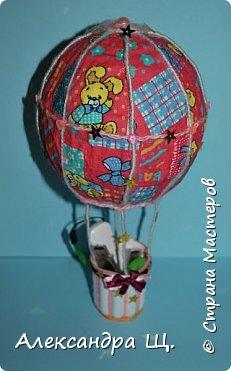 Аэростат - упрощенно воздушный шар,  воздухоплавательный аппарат легче воздуха.  Лена смастерила  свой, сувенирный, многофункциональный  воздушный шар.   фото 2