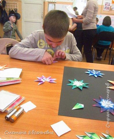 """И все-таки мы успели! Встречайте наш """"Парад звезд"""".  Наше объединение очень любит поделки в технике оригами. Поэтому Максим и Гриша захотели сделать работу в этой технике в номинации Карта звёздного неба.  фото 3"""
