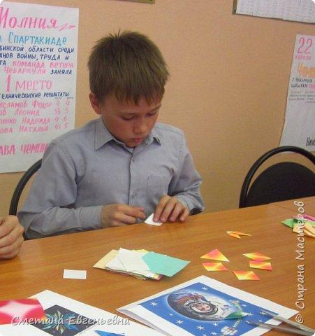 """И все-таки мы успели! Встречайте наш """"Парад звезд"""".  Наше объединение очень любит поделки в технике оригами. Поэтому Максим и Гриша захотели сделать работу в этой технике в номинации Карта звёздного неба.  фото 2"""
